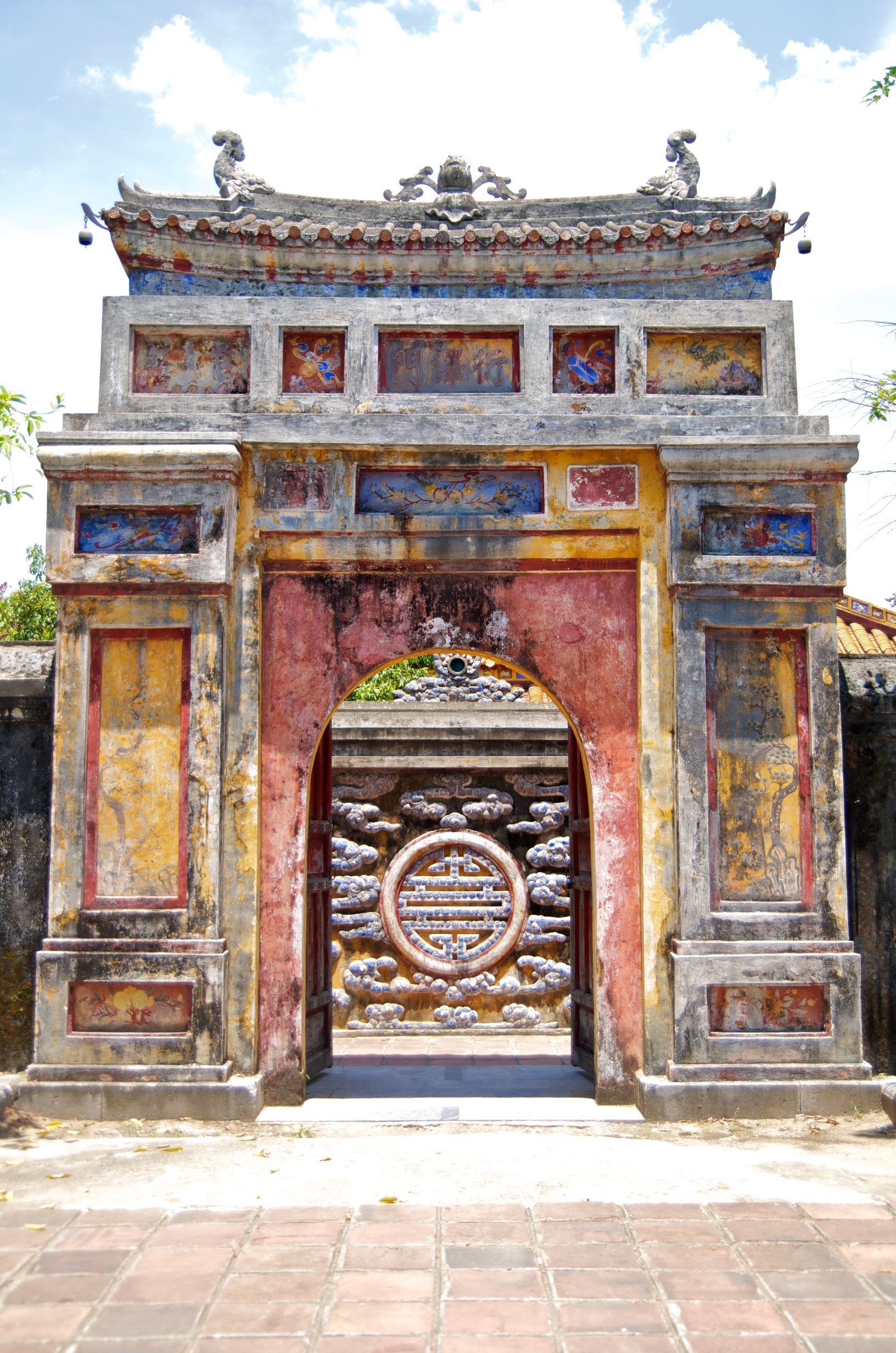 Monumental door in Hue
